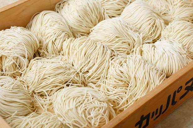 国産小麦数種類をブレンドした自家製麺