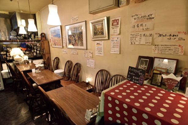 店内には創業時から残るインテリアも/ネスパ 大阪駅前第3ビル店