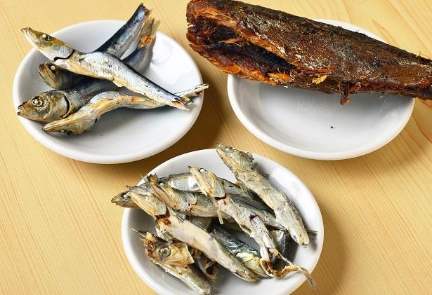 店主が厳選したヒラコ、シロクチ、サバ節の魚介素材