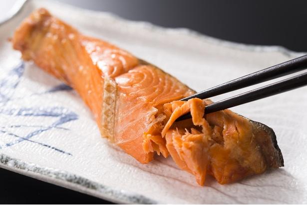 """開発中という""""皮""""がパリパリの焼き鮭フリーズドライはどんな味に?"""