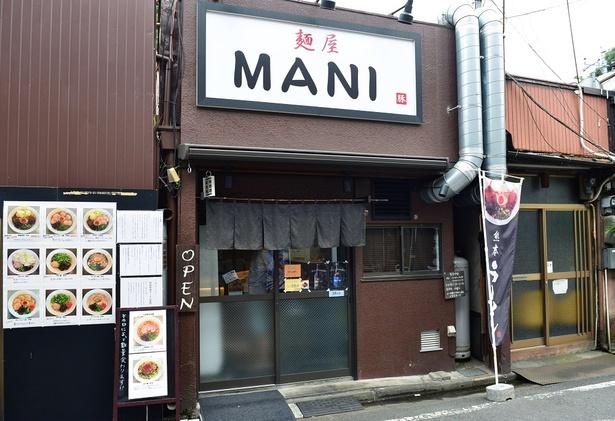 蓮馨寺の立門前通りにある店舗。入口にメニューや味のこだわりが貼り出されている
