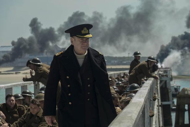 【写真を見る】「ノーランの脚本と演出によって、観客は当事者にはない独自の視点を得る」と語るボルトン海軍中佐役のケネス・ブラナー
