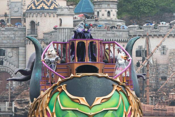 ハロウィーン・パーティーの主催者はマレフィセント。フィナーレでは強力な魔力が解き放たれる