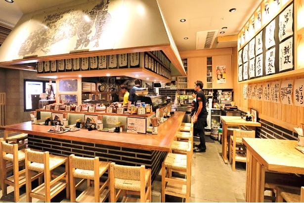 JR博多駅直結の「駅から三百歩横丁」内。駅近で一杯いかが?