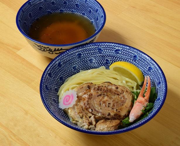 「ズワイ蟹の冷やしつけ麺」(980円)/吉岡マグロ節センター