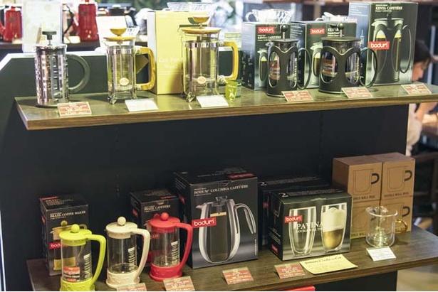 「スペシャリティコーヒーを家庭で手軽に」との思いから、コーヒーグッズも豊富に取りそろえる