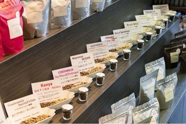 エチオピア、ブラジル、コロンビア産など世界各地の豆が並ぶ。それぞれ特徴が書かれているのでわかりやすい
