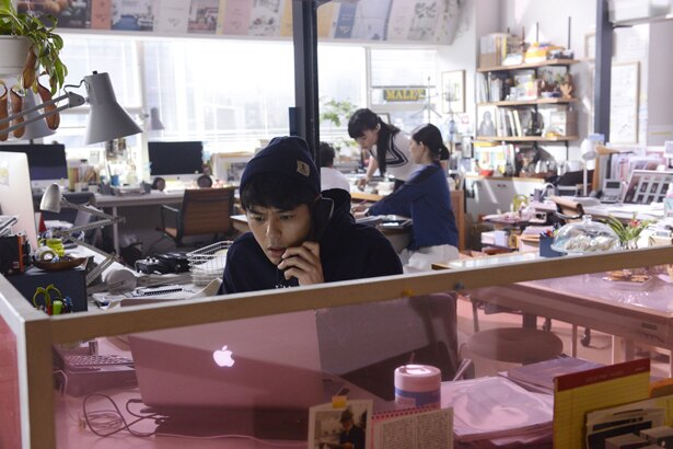 主人公コーロキはおしゃれライフスタイル誌の編集者
