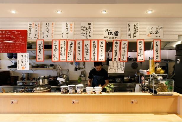 本日のオススメの日替わりメニューがズラリ。日本酒などもあり、夜の飲み会利用にも最適