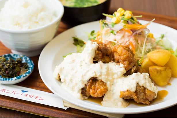 【写真を見る】「チキン南蛮定食(5個)」(920円)は、ボリューミーな一品