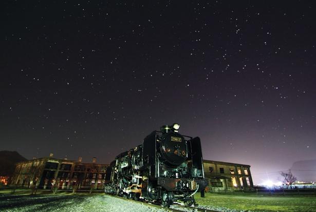 まるで銀河鉄道のように、秋の夜空に向かって走り出しそうな1枚