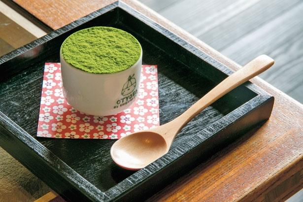「焼麩の抹茶ティラミス」(432円)/OTYOBO by ENGAWA cafe