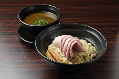 極太麺にも「春よ恋」全粒粉を使用した「肉醤油つけ麺」(980円)