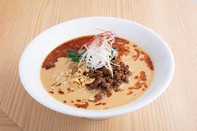 【こちらも注目】清星特製担々麺830円。芝麻醤多めのマイルドでまろやかなスープ。麺は九州トンコツのような、細ストレート麺が特徴だ