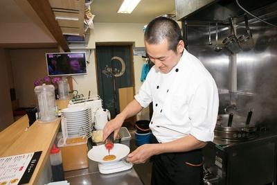 「芝麻醤はもちろん、ラー油も自家製です」と語るのは、「麺屋 清星」の店主の荒川賢二さん