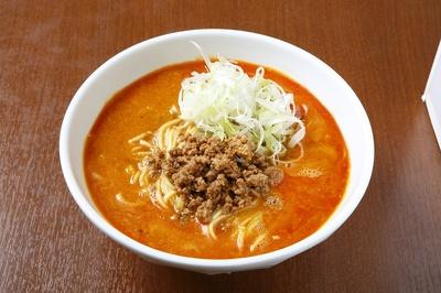 丹念に練り上げたコマダレと自家製ラー油が融合し深い味わいを織りなす「担担麺 」(900円)