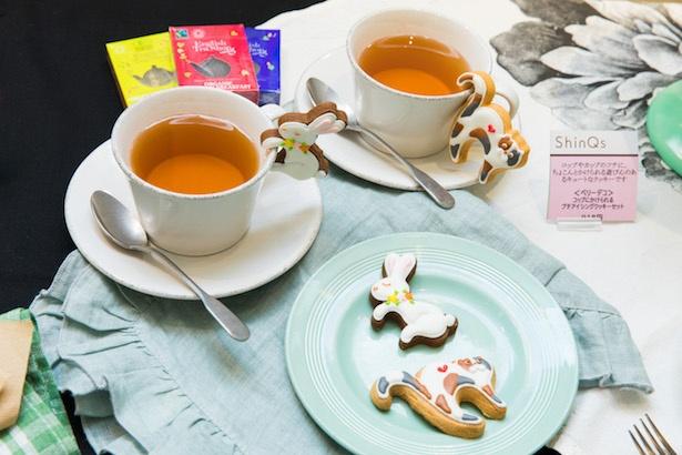 「コップにかけられるプチアイシングクッキーセット」(3個+紅茶パックのセット918円) / ベリーデコ