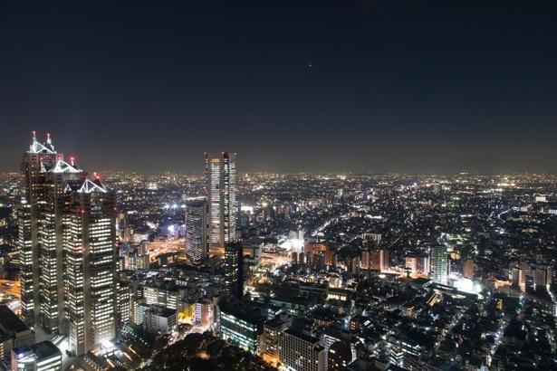 宝石のようにまばゆい都会の夜景にうっとり