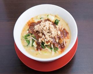 鶏白湯担々タンメン980円。濃厚な鶏白湯に辛味がマッチ!