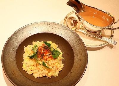 「サーモンと秋刀魚のスープかけ炒飯」