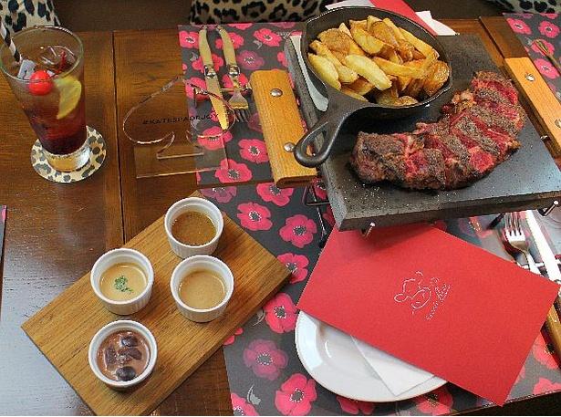 フランス産シャロレー牛の肩ロースステーキをホットストーンで堪能!