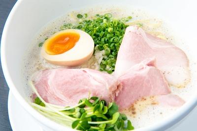 魚介中心のクリーミーなスープが特徴の一杯
