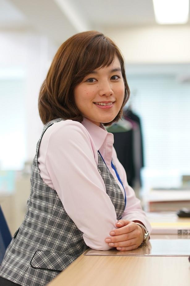 オフィススタイルもキュートな筧美和子が「フリンジマン」を語る!