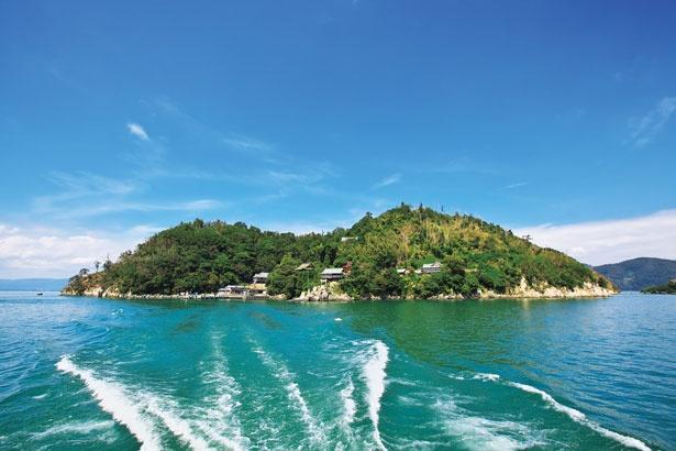 琵琶湖では沖島に次ぐ2番目に大きい竹生島/竹生島