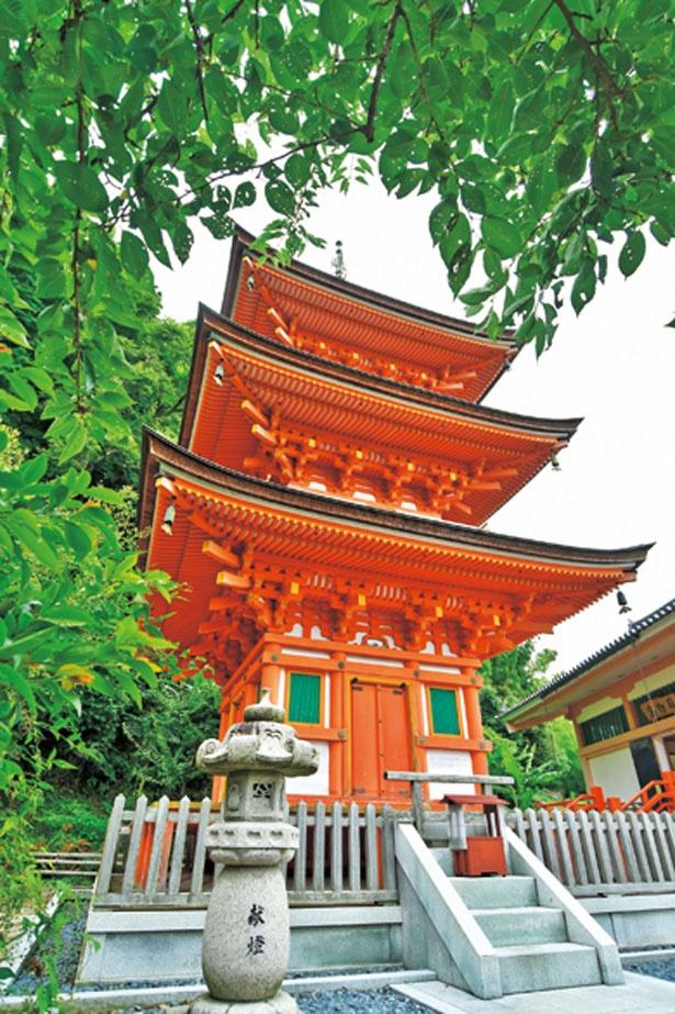仏舎利塔を形どる三重塔/竹生島