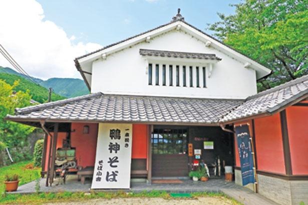 高鴨神社に隣接する入館無料の「葛城の道歴史博物館」/そば小舎