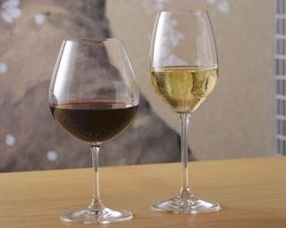 乾杯のシャンパン1杯と、赤白ワイン・ビール・ソフトドリンクから選べるドリンク1杯の計2杯が付く/銀座 志
