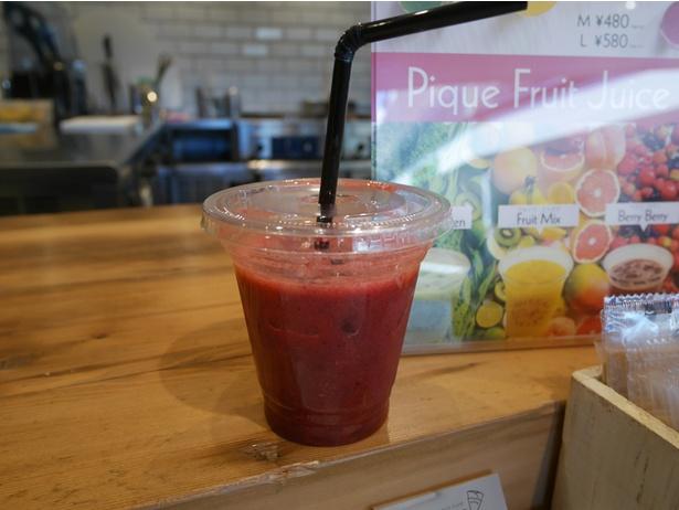 野菜や果物を使ったフレッシュジュースM480円、L580円