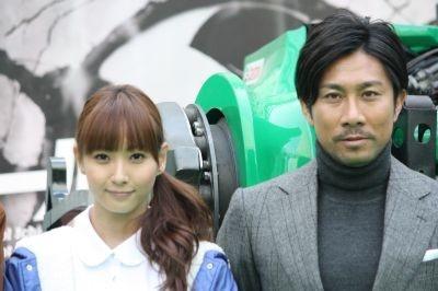 最速キックにチャレンジした藤本美貴さんと前園真聖さん