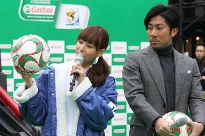 「ワールドカップをレポートできますように」と藤本美貴さんはサッカーボールに願いを込めた
