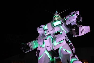 「機動戦士ガンダムUC」ファンにはたまらない緑色の発光も披露