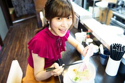 人気連載「SKE48のふぅふぅ女子♥」のスピンオフ企画として、「メンバーとおいしいラーメンを食べた~い♥」を勝手に妄想しちゃいました!今回の彼女はチームK2の高木由麻奈ちゃん♪