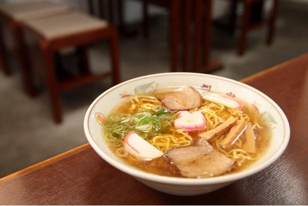 コク深い味わいの「中華そば」。「タレかつ丼」とセットで注文する人も多い