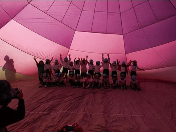 大きなバルーンに実際に触ったり、バルーンの中に入ったりできる子供向けのイベントも実施