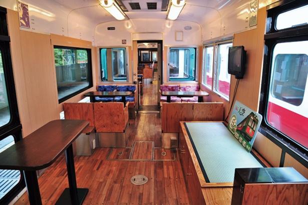 1号車&2号車ともに4人がけのコンパートメント座席がある/南海鉄道高野線 こうや花鉄道 天空