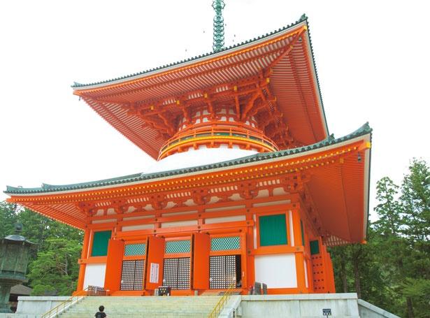 根本大塔、金堂や弘法大師の持仏堂として建立された御影堂など19の建造物が立つ場所の総称/壇上伽藍