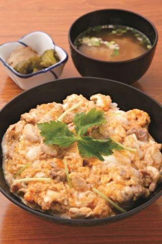 比内地鶏を使った贅沢な親子丼「比内地鶏親子丼」(1000円)