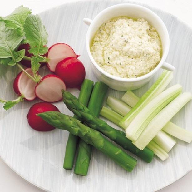 にんにくの風味をきかせたディップで、野菜もモリモリ食べられそう!