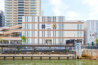 ホテルやオフィスが立ち並ぶ納屋橋にオープン