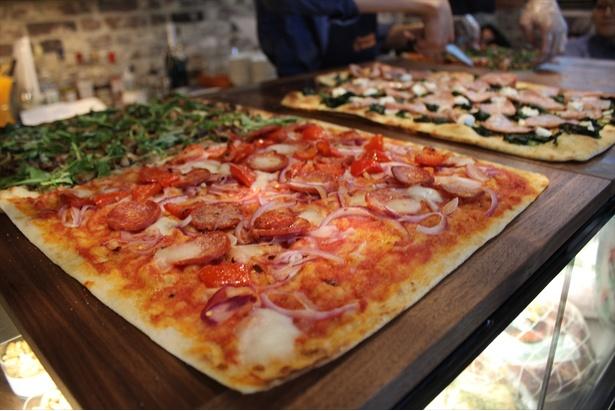本場のローマピッツァを味わえるイタリアンバール「ボンドルフィ ボンカフェ」