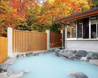 自然の中の露天風呂、中禅寺金谷ホテル「空ぶろ」