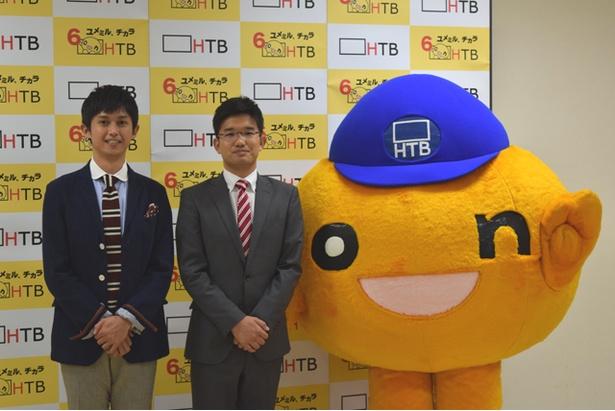onちゃんと写真に収まる入社9年目の菊地友弘、依田英将アナウンサー