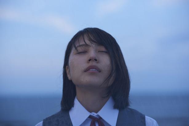 原作は島本理生による同名小説。教師と元生徒による禁断の恋を描く(『ナラタージュ』)