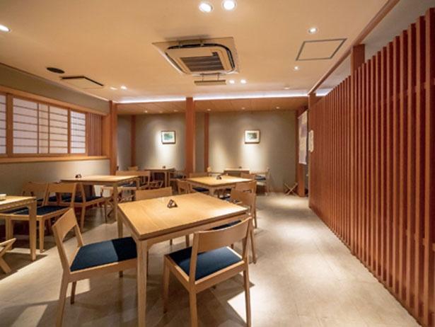 伝統的な和の空間にモダンな風情を組み込んだ2階の喫茶室/家傳京飴 祇園小石