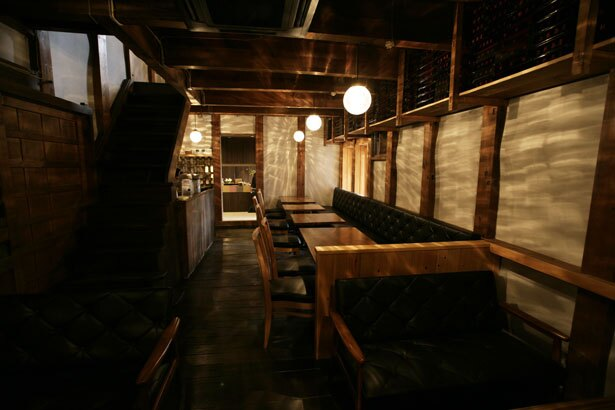 「中村楼」の器を保存していた蔵を改装した店内/二軒茶屋