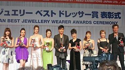 受賞者が勢ぞろい。うち7人が美女!